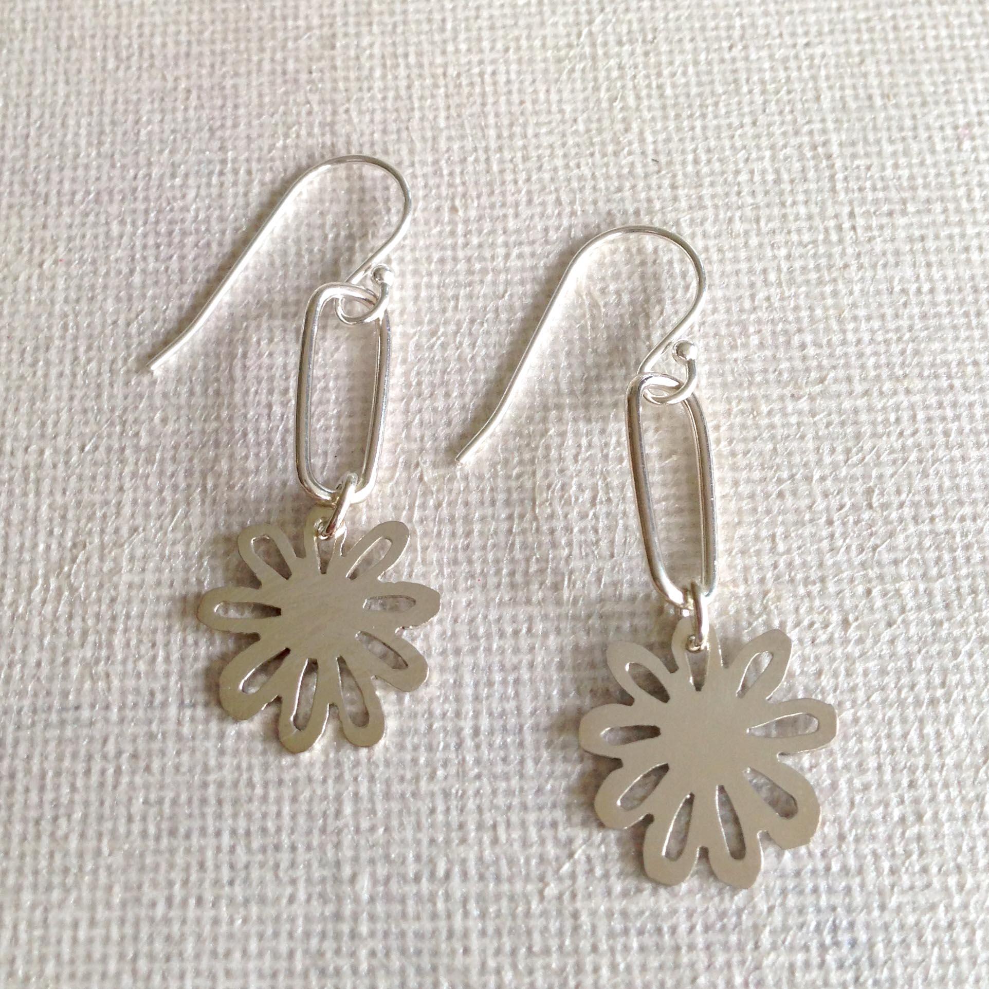 cut-daisy-earrings